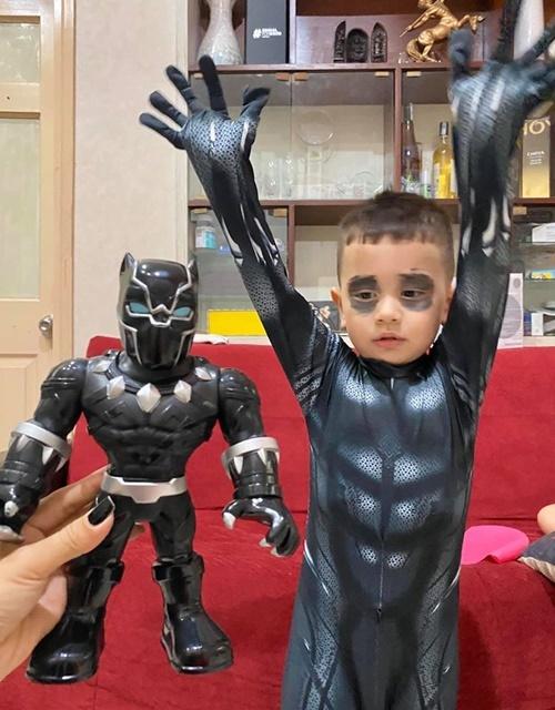 Con trai Thảo Trang muốn hóa trang thành siêu nhân.